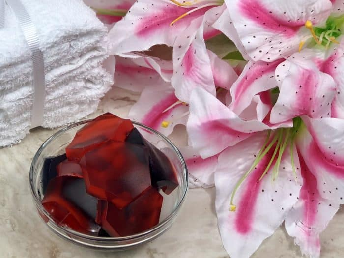 Homemade Bath Jelly - easy to make and perfect for a relaxing bath.