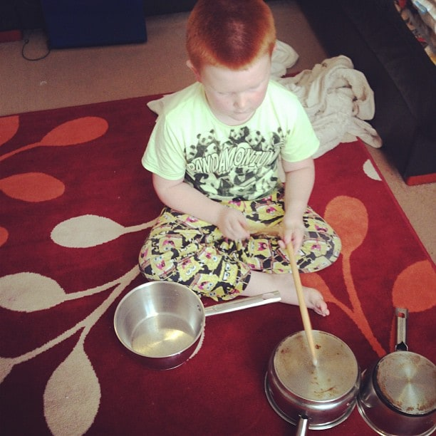 Play the drums on pans.