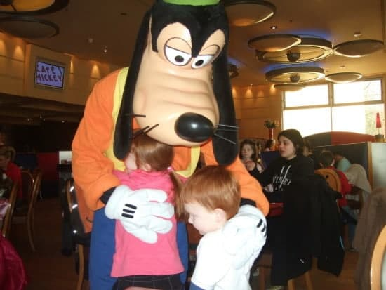 And another hug for Goofy