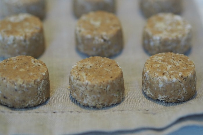 3 Ingredient Peanut Butter and Oat Bites....