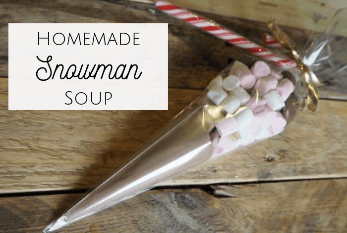 Homemade Snowman Soup! The perfect homemade teacher gift, grandparent gift or even a Christmas Eve Box treat. #christmas #snowmansoup #christmasevebox #teachersgift