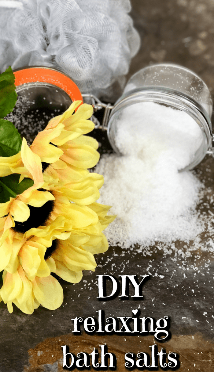 DIY relaxing bath salts - easy to make, great to give, even better to keep. ;-)