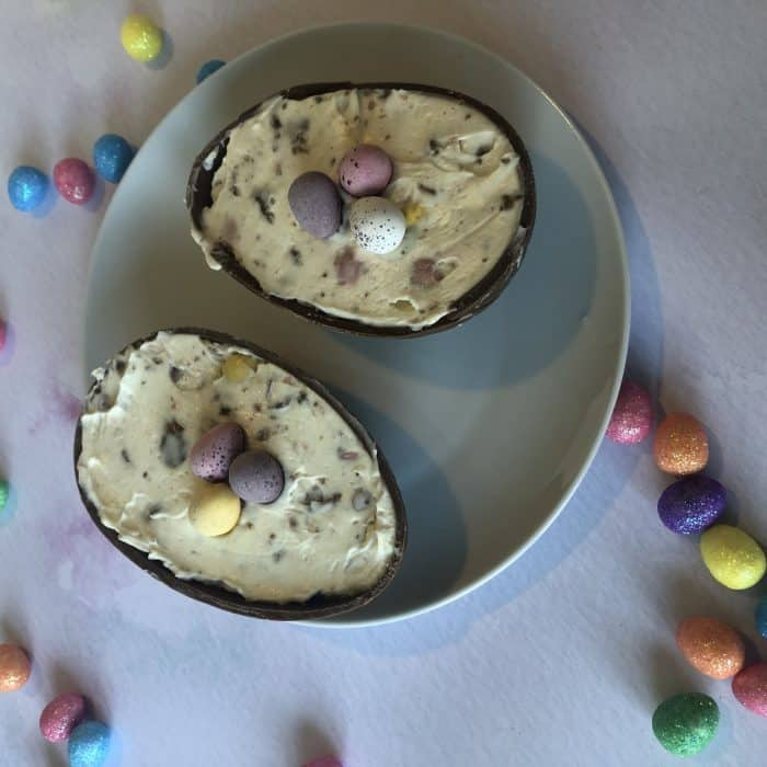 Chocolate Easter egg cheesecake!  Mini eggs Cheesecake.