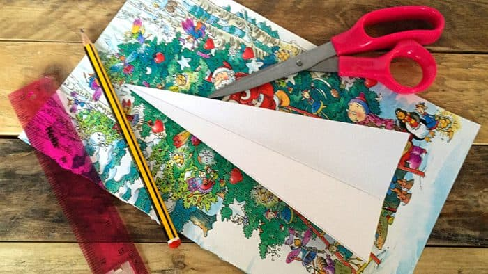 What you need to make your paper Christmas Tree