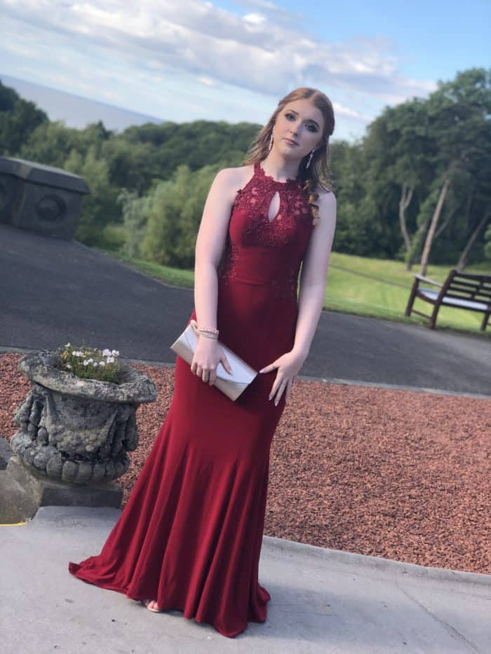 The real cost of Prom! This year was my daughter's prom and the costs added up so quickly that I thought I'd give you an honest breakdown of the costs so you can see how much we spent. #prom #prom2k19 #promdress #promhair #promnails #promprincess #costofprom