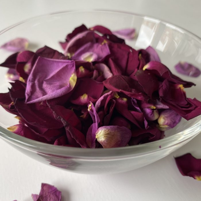 How to dry rose petals